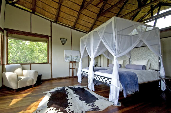 Spacious and comfortable twin-bedded safari accommodation.